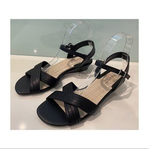 Supersoft by Diana Ferrari black leather sandals